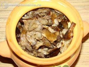 Мясо-с-картошкой--и-опятами-в-горшочках7