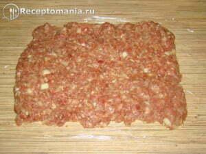 Мясной-рулет-с-яйцом-4